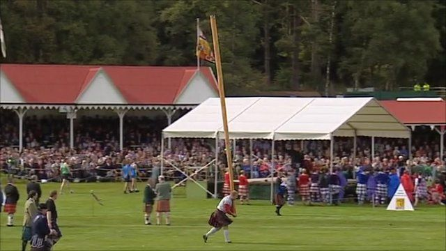 Man tossing the caber