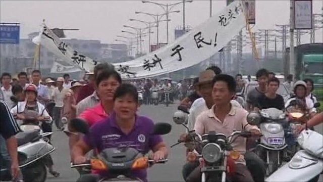 Rioters in the southern Chinese province of Guandong