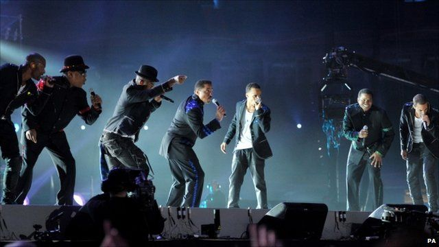 The Jacksons performing with JLS