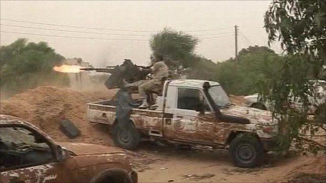 Libya NTC fight Gaddafi forces in streets of Sirte