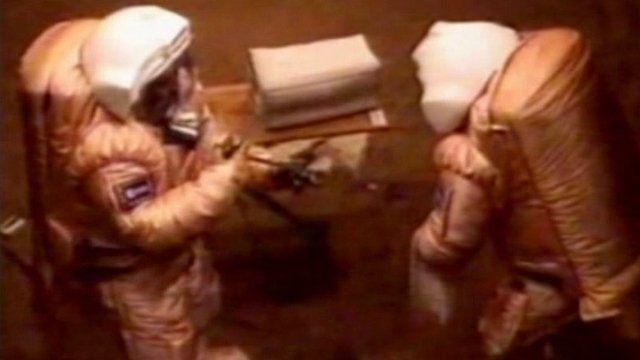 Simulated Mars spacewalk