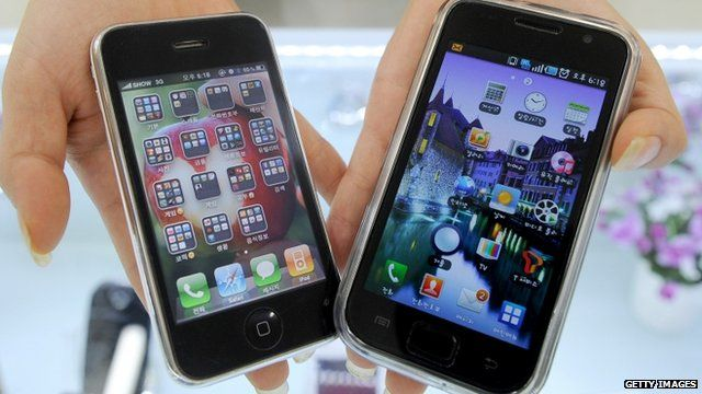 Apple iPhone 3G (L) and Samsung Galaxy S (R)