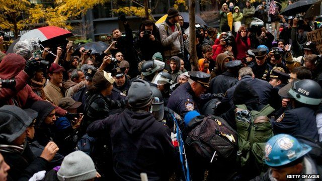 Police clash with protesters in Zuccotti Park, New York