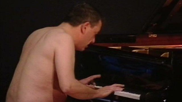 naked pianist