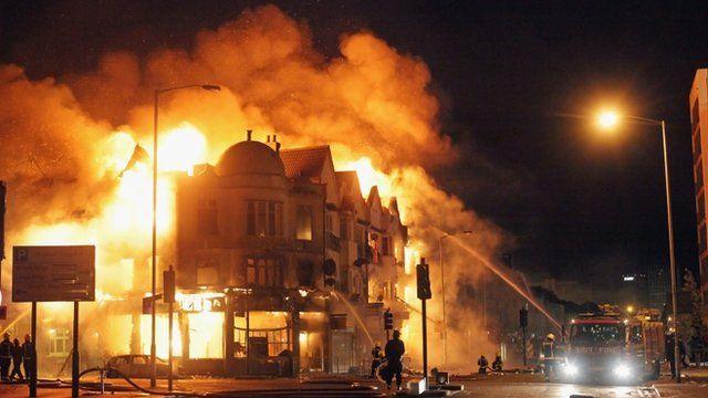 Reeves shop, Croydon on fire