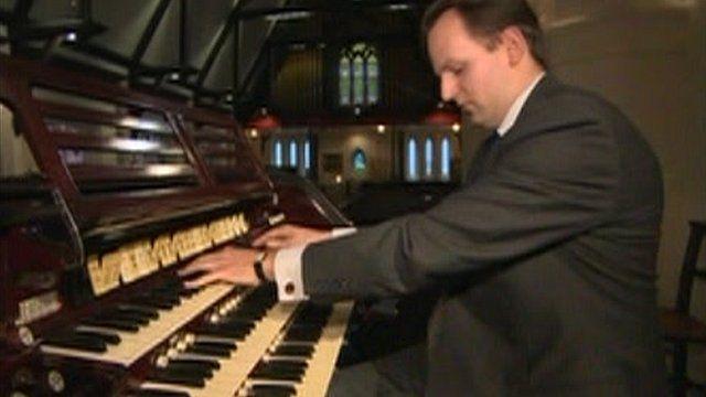 Organist David Enlow playing