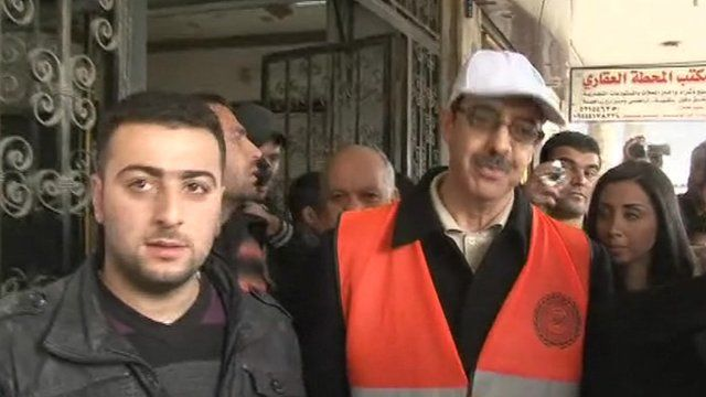 Arab League observer surrounded by Syrians in Damascus