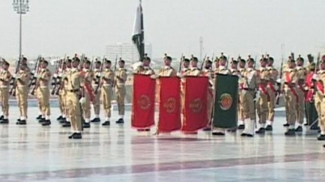 Soldiers stand to attention in Pakistan