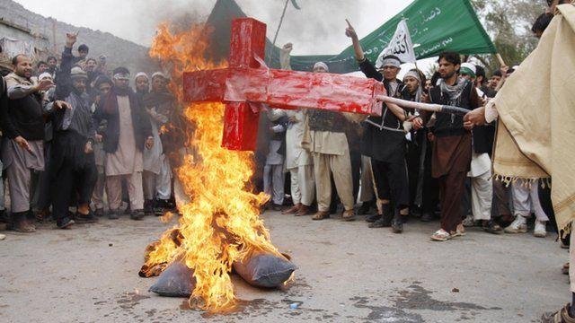Afghans burn an effigy depicting President Barack Obama