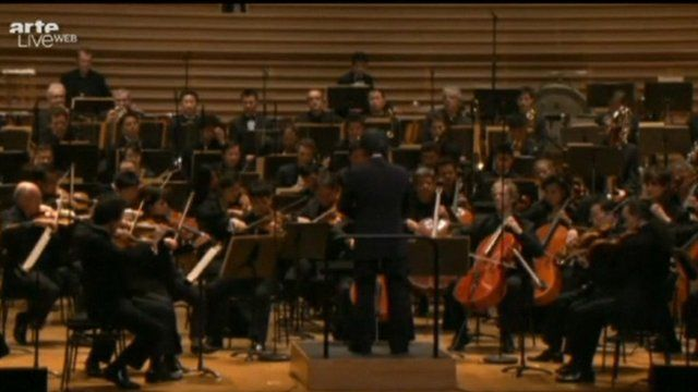 Unhasu orchestra play with Radio France Philharmonic