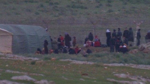Refugees cross border