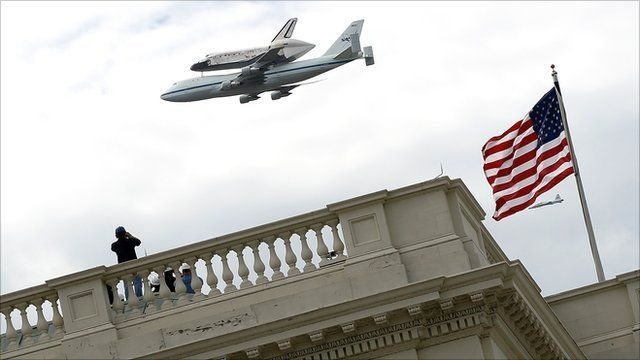 Shuttle Discovery flies over Washington, DC