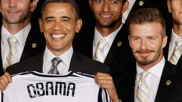 US President Barack Obama poses for photographs with the Major League Soccer champions Los Angeles Galaxy and their mid-fielder David Beckham