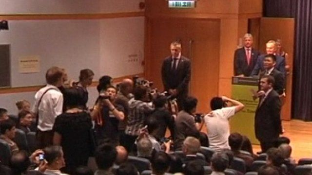 Tony Blair being heckled