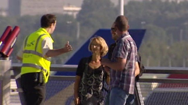 Schiphol worker talking to passengers