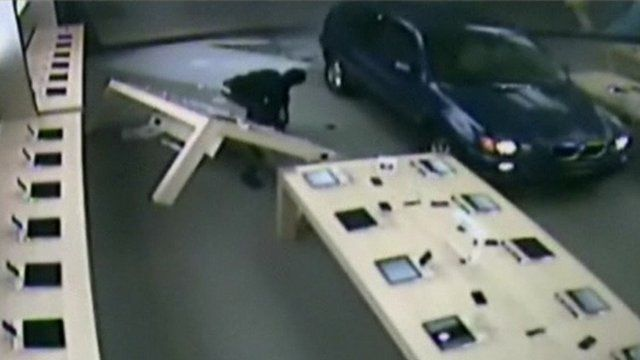 Car and robber in Apple store
