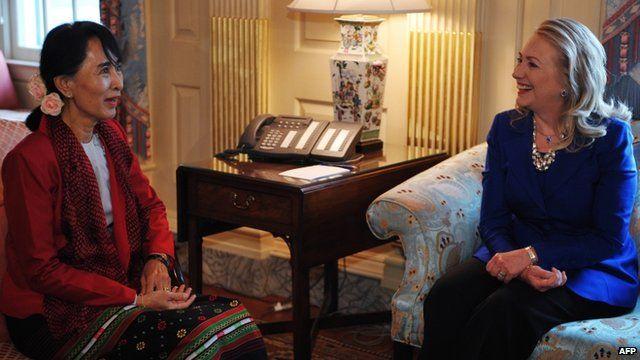 Burmese pro-democracy leader Aung San Suu Kyi and US Secretary of State Hillary Clinton