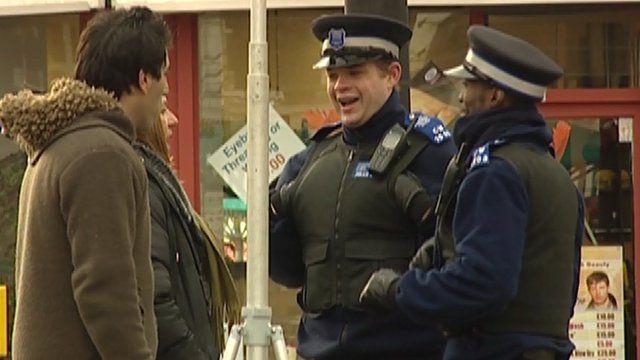 People talk to Met Police