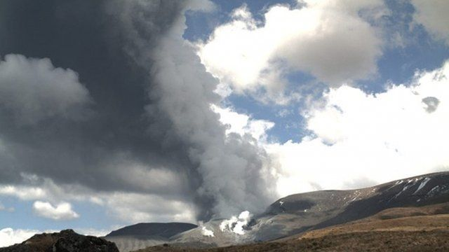 """The eruption of Te Maari Crater on Mount Tongariro situated in the central area of New Zealand""""s North Island"""