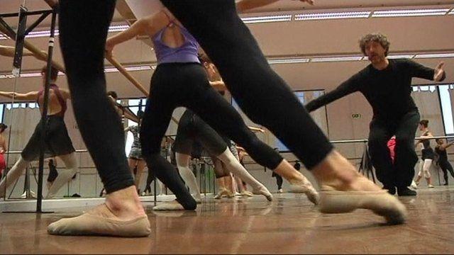 Ballet dancers practicing