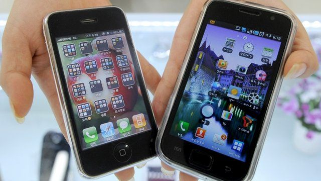 Apple's iPhone 3G (L) and a Samsung Galaxy S mobile phone (R)