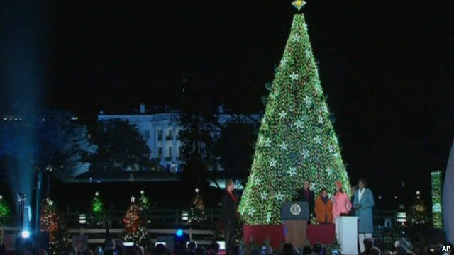 Obamas light Christmas tree in front of White House