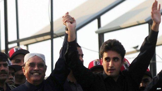 Bilawal Bhutto-Zardari (R) with his father, President Asif Ali Zardari, waving to supporters (27 Dec 2012)