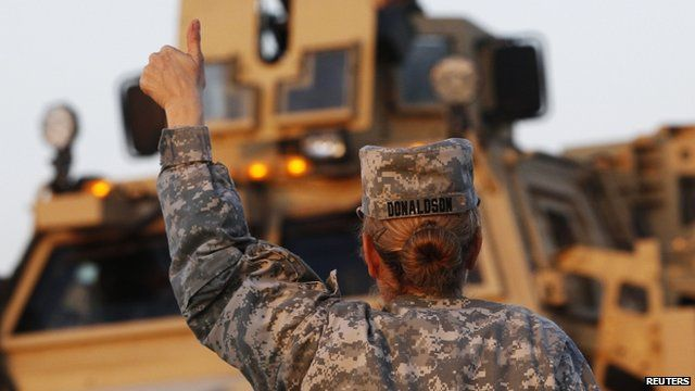 Female soldier gives US convoy a thumbs up