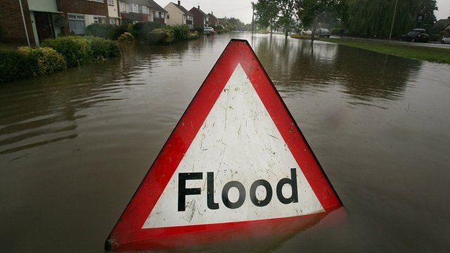 A flood sign in a residential street
