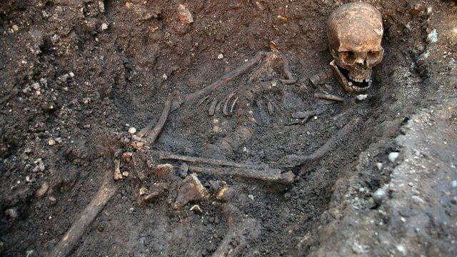 Skeleton of Richard III uncovered in a Leicester car park