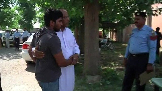 Chaudhry Zulfiqar's son being comforted