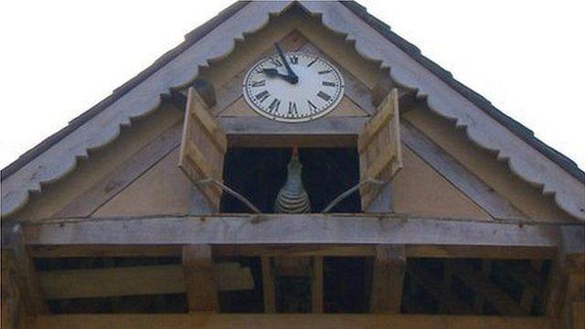 Water-powered cuckoo clock