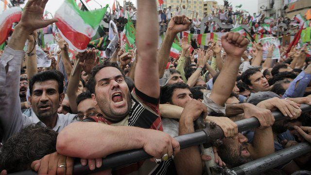 Supports of Iranian President Mahmoud Ahmadinejad at a rally in Tehran 2009