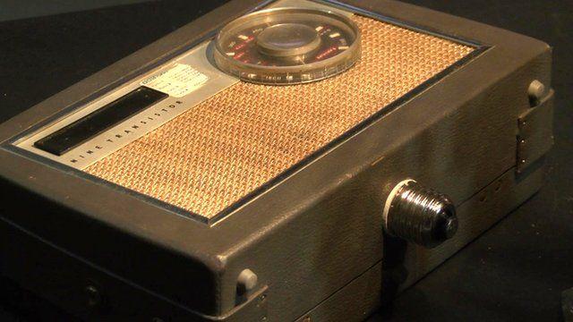 Lightbulb radio