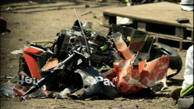 Isle of Man TT spectators suffer leg injuries in crash - BBC News