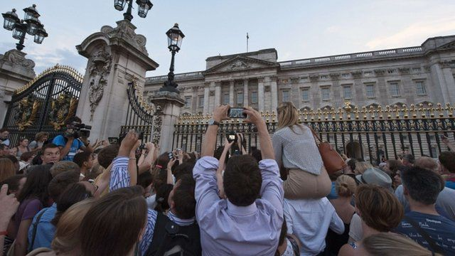 Crowds at Buckingham Palace
