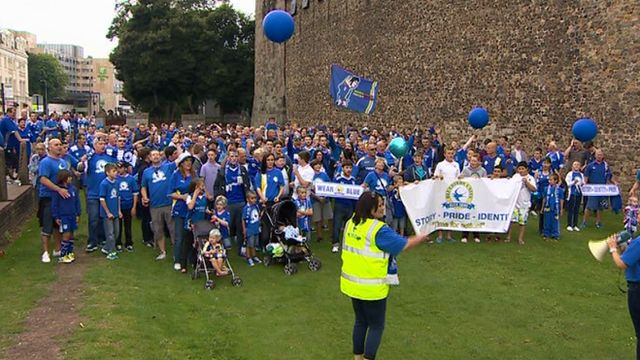 Bluebirds fans gather at Cardiff Castle