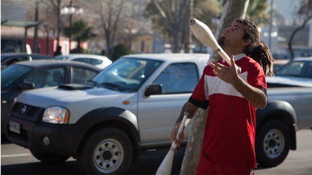 Juggler in Chile