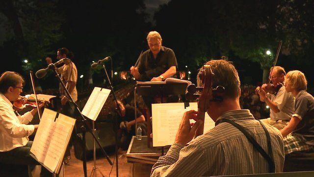 Zubin Mehta conducting (centre)