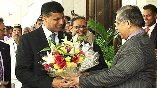 Ranghuram Rajan is handed flowers