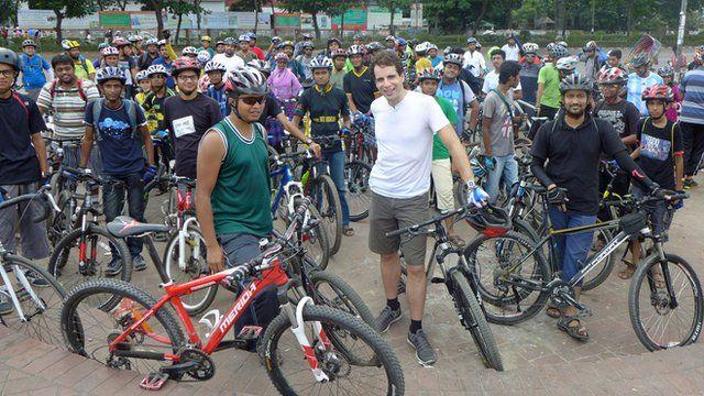 Mark Beaumont meets Bangladesh cycling group, BDcyclists
