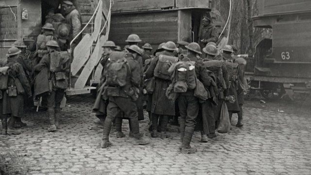 British troops boarding modified B-type LGOC buses at Arras, France, 1917
