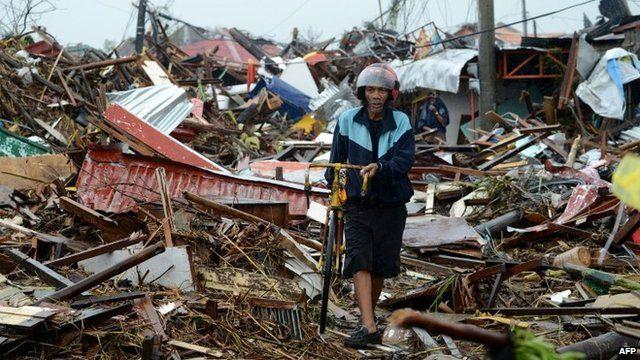Typhoon Haiyan: Aftermath - a lone man