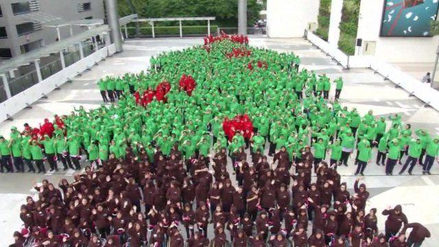 World's largest human Christmas tree
