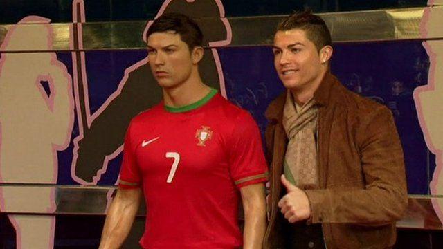 Cristiano Ronaldo gives his waxwork the thumbs up