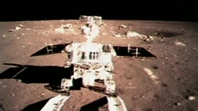 The rear wheels of the Jade Rabbit touch the Lunar surface