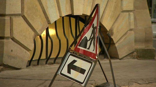 Roadworks warning sign in Cambridge