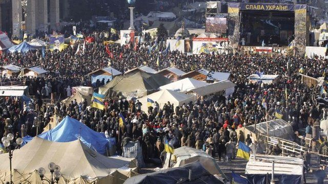Anti-government protesters hold a rally in central Kiev, February 2, 2014