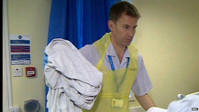 Health Secretary, Jeremy Hunt, working in a hospital