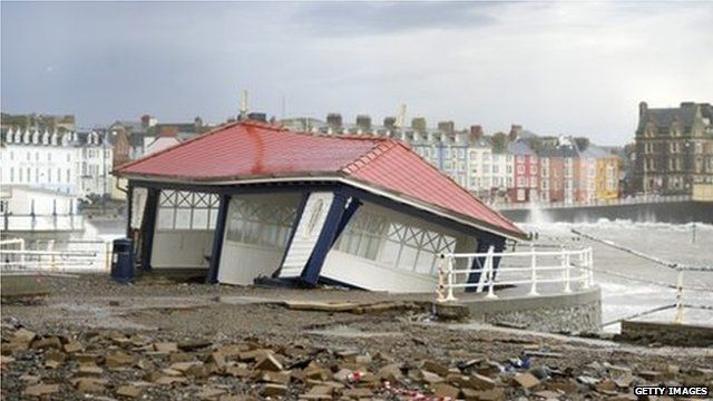 Damaged shelter on promenade